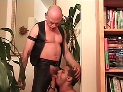 Deepthroat cocksucking movie with leather hottie