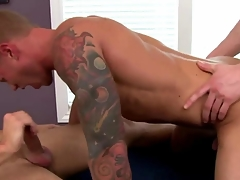 Jock amateur apropos trio sucks while fucked apropos his tight rear end