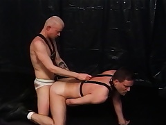 Yoke kinky gay lovers satisfying every other's desires in slay rub elbows with dungeon
